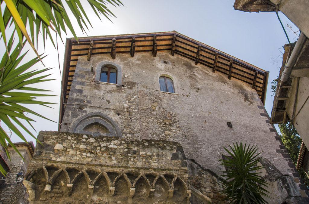 Ponte gregoriano visit tivoli for Casa di architettura gotica